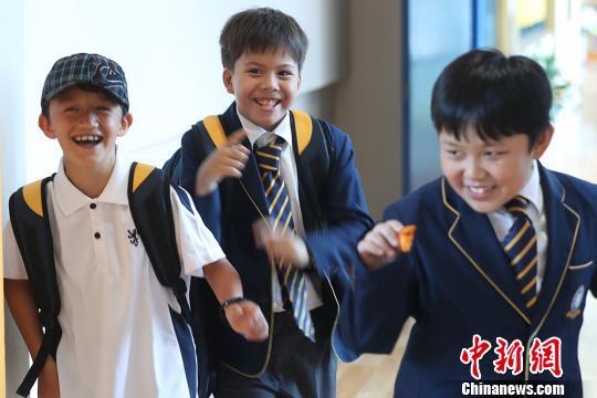 """中英教育领域合作不断深化实探英式学堂在华十年""""变迁"""""""