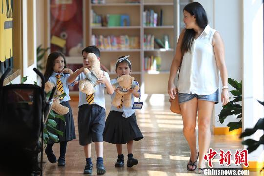 南京英国学校建立十年来,外籍人士以及海外华侨子女成为这座国际学校的主要生源。 泱波 摄